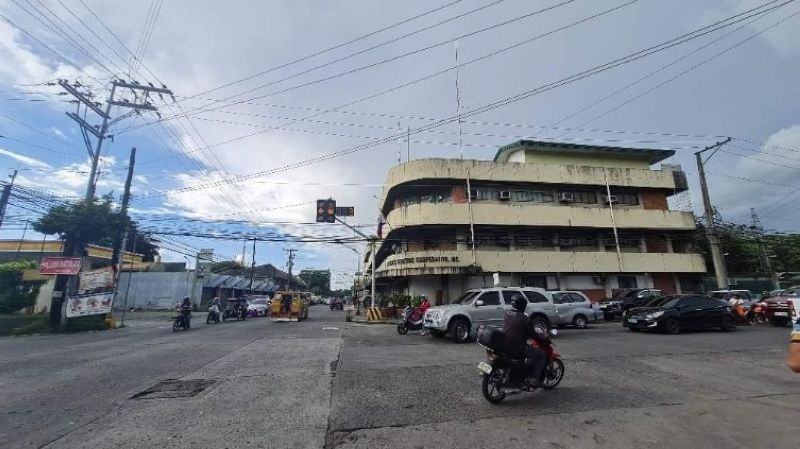 NEGROS. Another group, Sanlakas-Negros, plans to file a complaint against the Third Party Bids and Awards Committee of the Central Negros Electric Cooperative over power woes hounding the cooperative. (Erwin P. Nicavera)