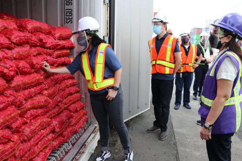 SMUGGLED ONIONS. SBMA chairman Wilma Eisma inspects one of the 12 container vans filled with alleged smuggled onions. (SBMA)
