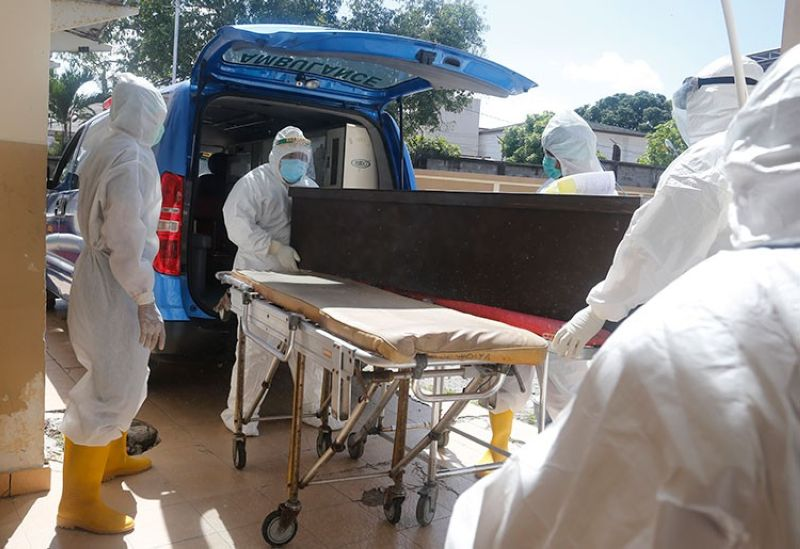 INDONESIA. Health workers in protective suits carry a coffin containing the body of a Covid-19 victim into an ambulance for a burial in Denpasar, Bali, Indonesia on Thursday, July 15, 2021. (AP)