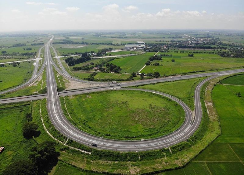 PH's FIRST TOLL-FREE EXPRESSWAY. The Central Luzon Link Expressway is the country's first toll-free expressway. (DPWH)
