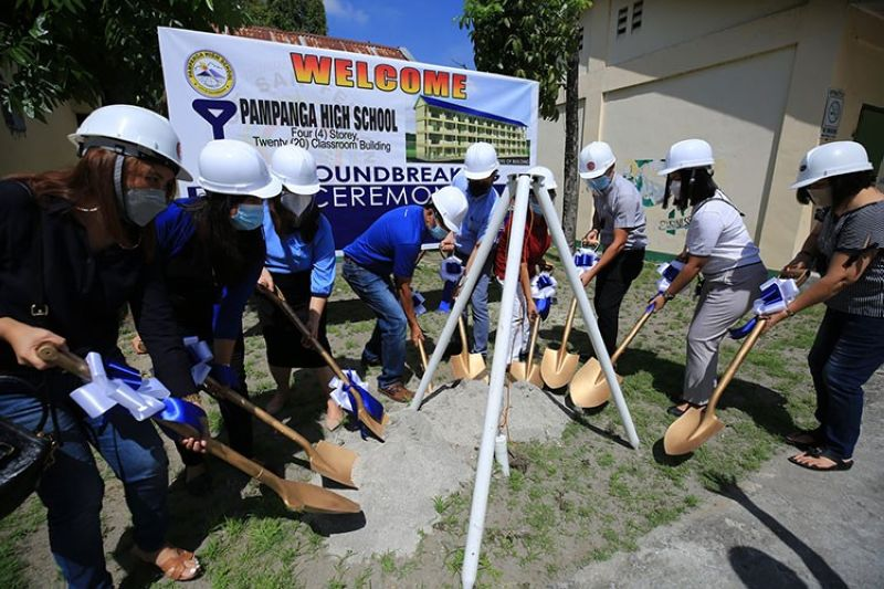 GROUNDBREAKING. Mayor Edwin Santiago, Vice Mayor Jimmy Lazatin, Pampanga High School Principal Lyn Esguerra, City Schools Division Superintendent Officer-in-Charge Dr. Imelda Macaspac, City Engineer Anele David, and schools division officials and personnel broke ground for a new school building at PHS. (City of San Fernando Information Office)