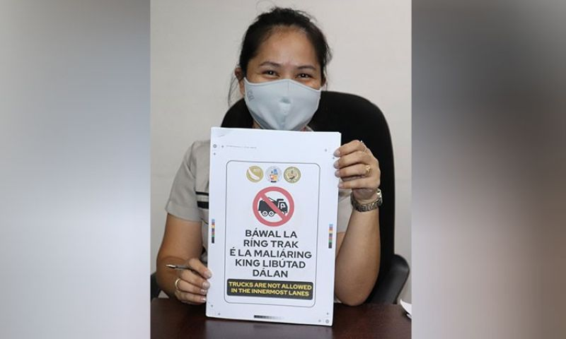 TRAFFIC SIGN IN KAPAMPANGAN. Angeles City Tourism Officer-in-Charge Anneleen Antonio-Sugui shows a sample of a traffic sign in Kapampangan which prohibits trucks in innermost lanes. (Angeles City Information Office)