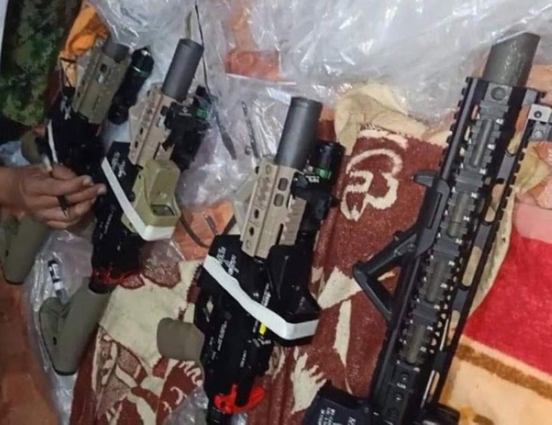 ZAMBOANGA. Policemen arrest two alleged firearms suppliers of the Abu Sayyaf and seized five high-powered firearms and smuggled cigarettes in a raid in Santa Barbara village, Zamboanga City. A photo handout shows the firearms the policemen seized from the rented house of the two suspects. (SunStar Zamboanga)