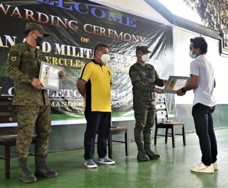 ZAMBOANGA. The Armed Forces of the Philippines (AFP), through the Western Mindanao Command, honors the soldiers and civilians who rendered exceptional assistance while responding to the ill-fated C-130 aircraft on July 4 in Patikul, Sulu. A photo handout shows Erham Awaluddin, a construction worker and among the first responders (right), who received the AFP Chief-of-Staff commendation medal and ribbon awarded by Lieutenant General Corleto Vinluan Jr., commander of the Western Mindanao Command. (SunStar Zamboanga)