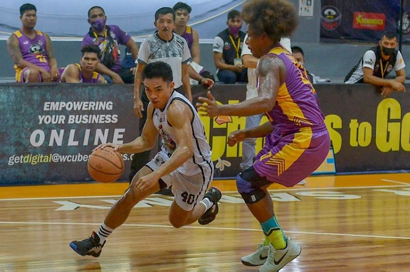 PAGADIAN. Roxas guard JK Casiño drives against the defense of Zamboanga City's Gabby Espinas in their game in the VisMin Cup on Sunday. (Chooks-to-Go Pilipinas)