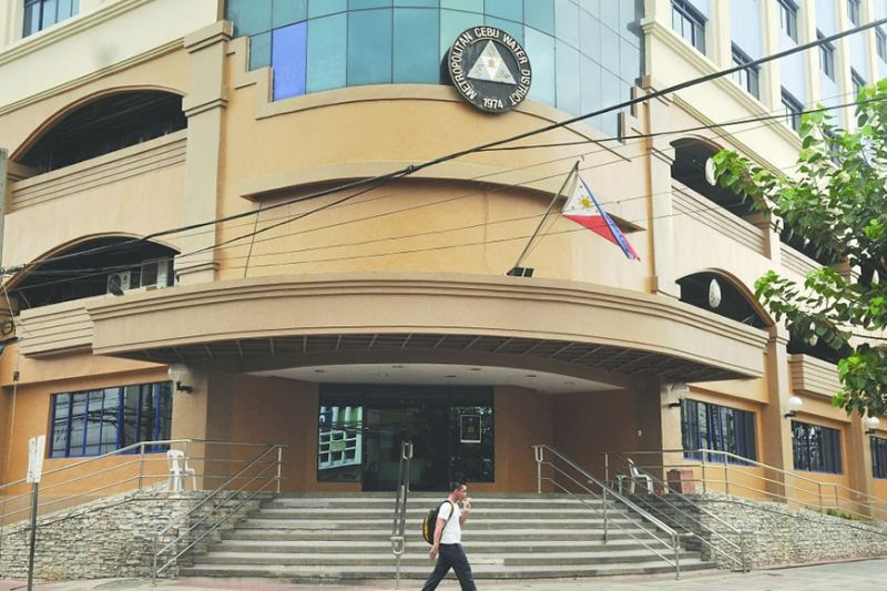 TARGET COLLECTION. Employees of the Metropolitan Cebu Water District have no choice but to start paying off the disallowed allowances and bonuses they've received since 2010 in August if President Rodrigo Duterte doesn't grant the board of directors' appeal to waive these. (SunStar file)