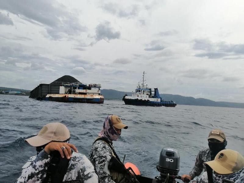 ALBAY. A team from the Philippine Coast Guard monitors the towing vessel MT Clyde and barge Claudia to ensure that no one gets off and only essential persons are allowed onboard. (From Philippine Coast Guard)