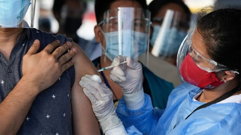 MANILA. A health worker inoculates a man with China's Sinovac Covid-19 vaccine at a temporary vaccination center in Manila, Philippines, Tuesday, June 22, 2021. (AP)