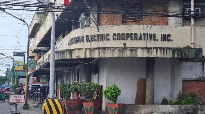 NEGROS. An official of Ceneco and members of its Third Part Bids and Awards Committee are facing administrative charges filed by multisectoral group Sanlakas-Negros over a move to purchase power supply from a coal plant. (Erwin P. Nicavera photo)