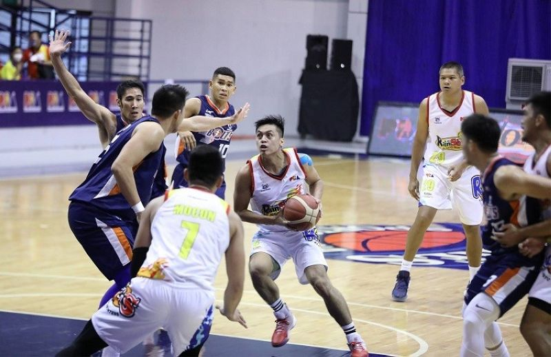MANILA. Rey Nambatac was his usual productive self for Rain or Shine against Meralco. (PBA)