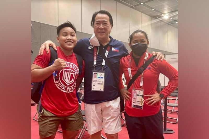 SPORTS. SWP president Monico Puentevella (center) with Olympic medalist Hidilyn Diaz (right), and medal hopeful Elreen Ando (left) in Tokyo, Japan. (MOP Photo)