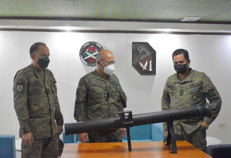 ZAMBOANGA. Joint Task Force (JTF)-Sulu troops recently recover an M67 90-millimeter (mm) anti-tank recoilless rifle in the hinterlands of Sulu. A photo handout shows Major General William Gonzales, JTF-Sulu commander (left), Lieutenant General Corleto Vinluan, Jr., commander of Western Mindanao Command, and Brigadier General Antonio Bautista, Jr., commander of the 1101st Infantry Brigade, inspecting the recovered weapon. (SunStar Zamboanga)