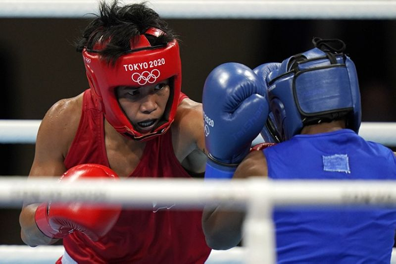 Philippines' Irish Magno, left, exchanges punches with Kenya's Christine Ongare during their women's flyweight 51-kg boxing match at the 2020 Summer Olympics, Saturday, July 24, 2021, in Tokyo, Japan. (AP Photo/Frank Franklin II)