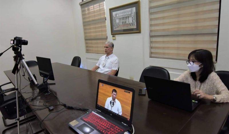 NEGROS. Governor Eugenio Jose Lacson gives Duterte a grade of