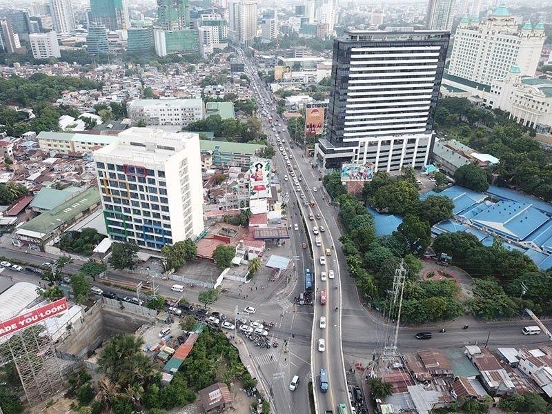 Cebu City bans serving of liquor, adjusts curfew to start at 10 p.m.; Lapu-Lapu City bars entry of unvaxxed to markets, stores, malls. (File photo)