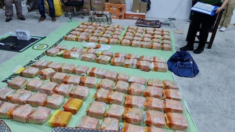 MANILA. In this photo taken in June 2021, operatives seize packs of shabu in a drug bust in Metro Manila. (File)