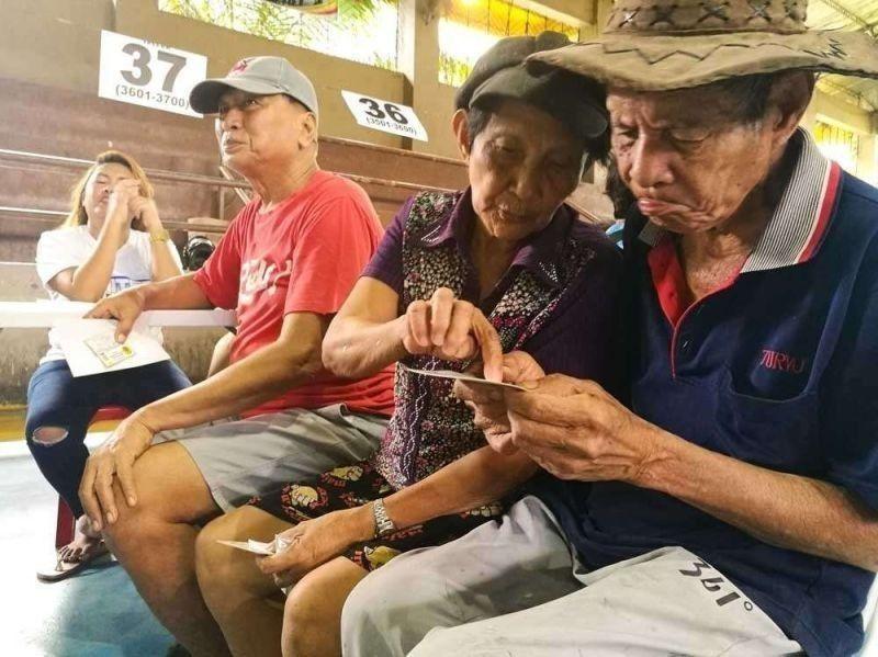 Seniors sa San Fernando did-an makagawas. (File photo)