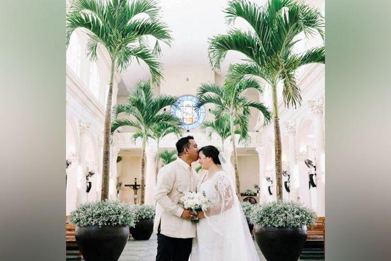 NEWLYWEDS. Mr. and Mrs. Christopher Gecha (Mirella Gallego) at the Redemptorist Church.