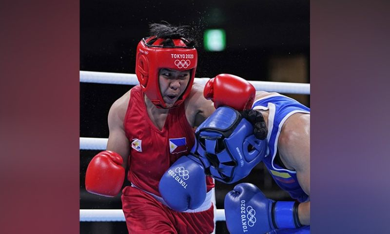 A PUNCH FOR A DREAM. Boxer Nesthy Alcayde Petecio pulled off a unanimous decision victory over Colombia's Yeni Arias Castaneda, 5-0, in their Tokyo 2020 Olympics women's boxing featherweight quarterfinals clash to barge into the semi-finals. She is already assured of a bronze medal, and is two wins away from capturing another gold medal for the Philippines. (AP)