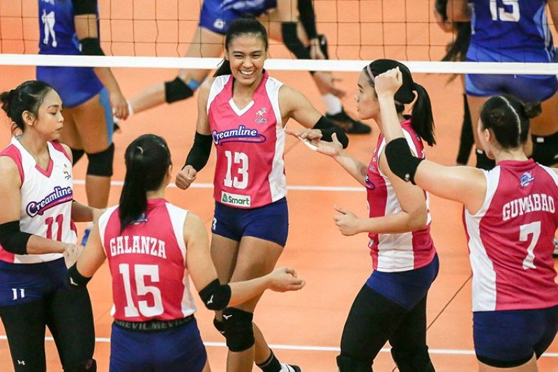 Creamline celebrates their easy win over BaliPure in the PVL. (PVL)