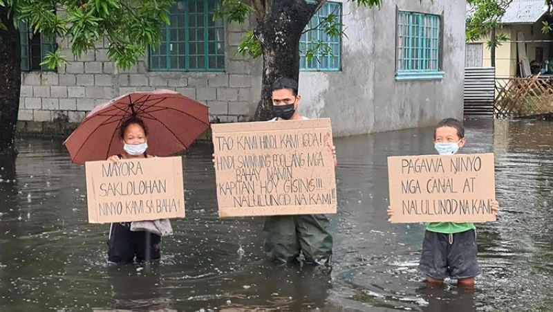 CRY FOR HELP. Residents of Barangay Sta. Monica in San Simon, Pampanga seek the help of concerned agencies to address the perennial flooding problem in the village. (Chris Navarro)