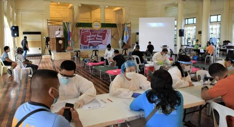 NEGROS. Governor Bong Lacson graces the bloodletting activity organized by the Provincial Health Office and the Negros First Provincial Blood Center held at the Provincial Capitol Social Hall. (Provincial PIO)