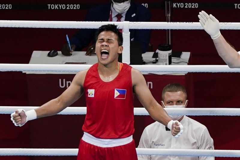 TOKYO. Philippines' Nesthy Petecio celebrates after winning her women's featherweight 57-kg semifinal boxing match against Italy's Irma Testa at the 2020 Summer Olympics, Saturday, July 31, 2021, in Tokyo, Japan. (AP Photo/Frank Franklin II)