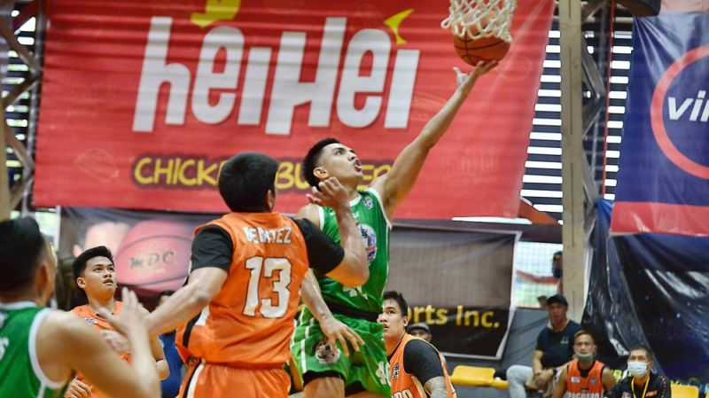 JK Casino goes to the rim for a layup in Game 1 of the VisMin Cup semis against Pagadian. / Chooks-to-Go Pilipinas