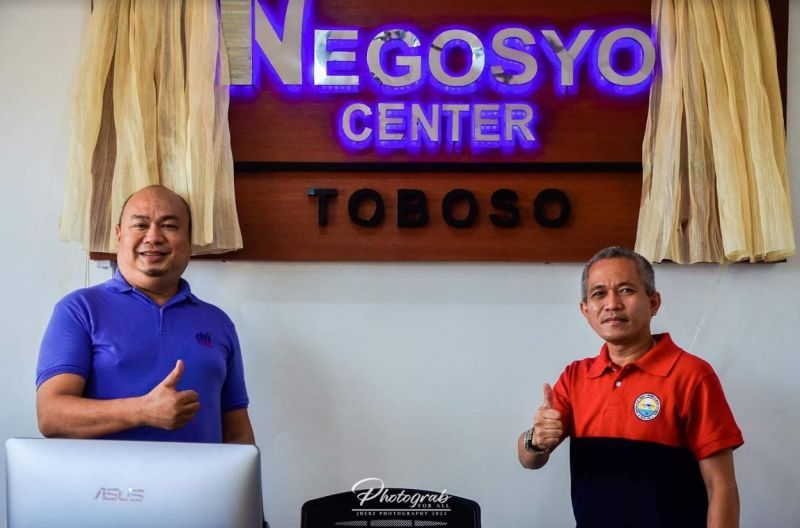 NEGROS. DTI-Negros Occidental Small and Medium Enterprises Development Head Engiemar Tupas (left) and Toboso Mayor Richard Jaojoco lead the opening of the province's 24th Negosyo Center at the northern Negros Occidental town on Thursday, July 29, 2021. (Gabb Advincula photo)