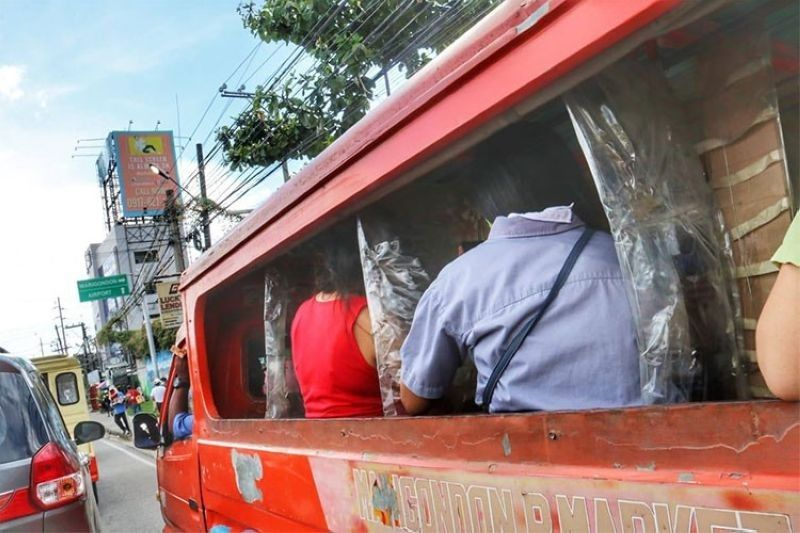 LTFRB 7 imposes 75% capacity in PUJs, PUBs in 3 metro LGUs. (File photo)