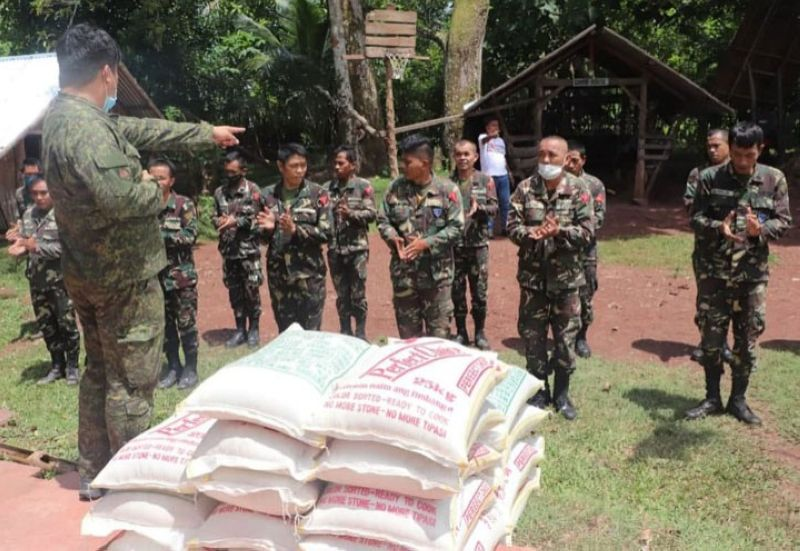 ZAMBOANGA. The Provincial Government of Zamboanga del Sur provides rice allowance to 25 militiamen of the 53rd Infantry Battalion based in Ticala Island Patrol Based in San Pablo municipality. A photo handout shows a military official gestures in the talk to men activity during the visit in Ticala Island. (SunStar Zamboanga)