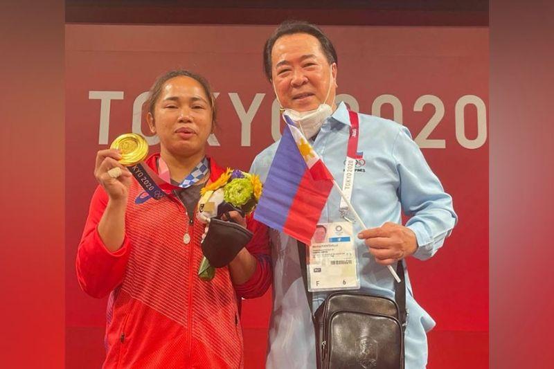 BACOLOD. First Filipino Olympic gold medalist Hidilyn Diaz with Samahang Weightlifting ng Pilipinas Monico Puentevella in Tokyo. (MOP Photo)