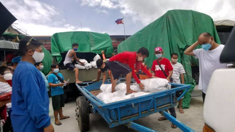 RELIEF OPERATIONS. Volunteers unload food packs during a relief operation conducted by the Provincial Government led by Governor Dennis Pineda. (PIO photo)