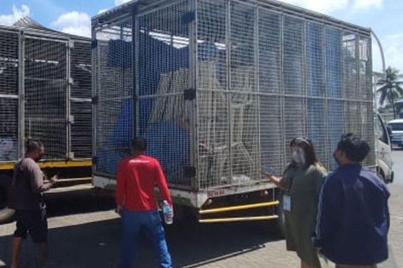 ZAMBOANGA. The Department of Agriculture-Special Area for Agricultural Development facilitate the transport of 170 modules of Fabricated Cage for the Layer Chicken Production project in the province of Sulu. (SunStar Zamboanga)