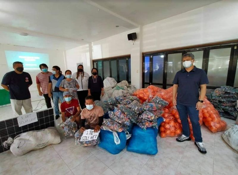 NEGROS. Sagay City fisherfolk receive about P3.4 million worth of livelihood projects from the Bureau of Fisheries and Aquatic Resources recently. (Contributed Photo)