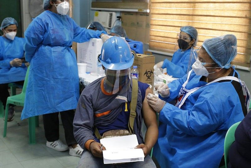 MANILA. In this photo taken in June 2021, a worker is inoculated with a vaccine against Covid-19 at the Navotas Fish Port. (File)
