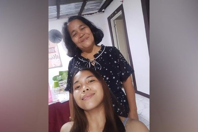 ORDEAL. Rizza Maye Lirasan decides to take a leave from her work so she could take care of her mother Anecita, who tested positive for Covid-19. Lirasan and her younger sister also tested positive, but they were asymptomatic. (RIZZA MAYE LIRASAN)