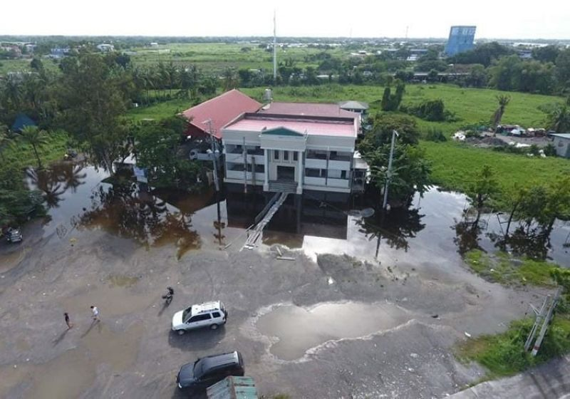 STATE OF CALAMITY. The Municipal town hall of San Simon, Pampanga is submerged in floodwaters, forcing the local government to declare a state of calamity and transfer its services to the government center in Barangay Sto. Nino. (Chris Navarro)