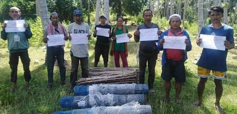ZAMBOANGA. The Department of Agriculture-Special Area for Agricultural Development (DA-Saad) distributes Monday, August 2, more than half a million pesos worth of livelihood intervention to farmers in the municipality of Omar, Sulu. A photo handout shows some of the recipient-farmers who received assistance from the DA. (SunStar Zamboanga)