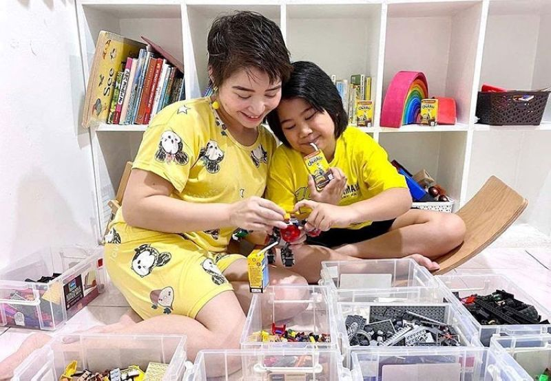 ONE-ON-ONE. Even with everyone home together 24/7, set aside some special time with each child. Just 10 or 20 minutes of your undivided attention, even if only once every few days, will mean a lot to your child. (Contributed photo)