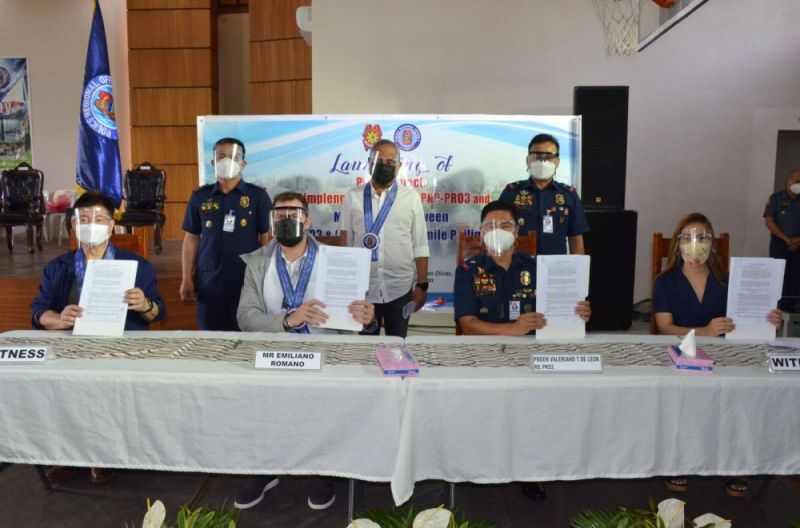 AGREEMENT. PRO-Central Luzon Regional Director Police Brigadier General Valeriano T. De Leon and OSP Executive Director Emiliano Romano (3rd and 2nd from left, respectively) signed the referral agreement at the Makatao Activity Center inside Camp Olivas in the City of San Fernando, Pampanga.  (Contributed photo)