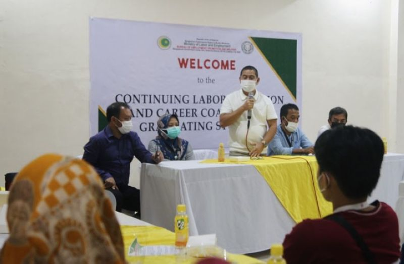 ZAMBOANGA. The Ministry of Labor and Employment in the Bangsamoro Autonomous Region in Muslim Mindanao (Mole-Barmm) releases on Friday some P717,750 funds representing the two months stipends of 145 Government Internship Program (GIP) recipients in Maguindanao. A photo handout shows Mole Minister Romeo Sema (standing) encouraging the recipients of the program to hone their skills. (SunStar Zamboanga)