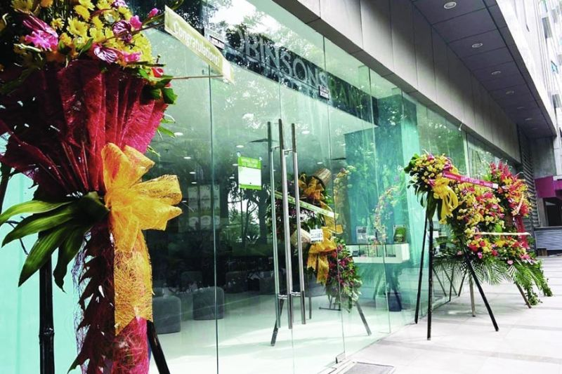 EXPANSION. Robinsons Bank's newest branch is located inside Cebu IT Park at the ground floor of Park Centrale Tower along Jose Maria del Mar St., Cebu City. (ROBINSONS BANK)
