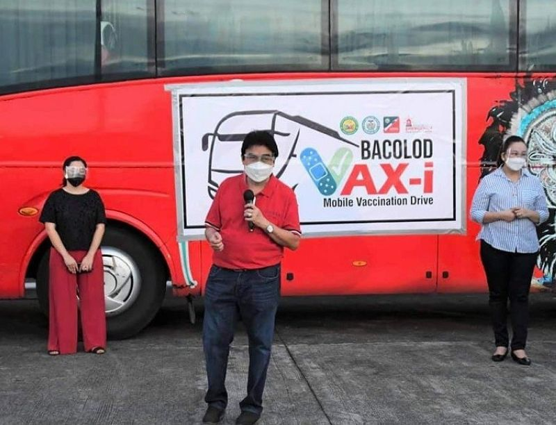 MOBILE VACCINATION. Bacolod City starts the mobile vaccination drive at the three major public markets in the city Friday, August 13, 2021. (SunStar Bacolod)