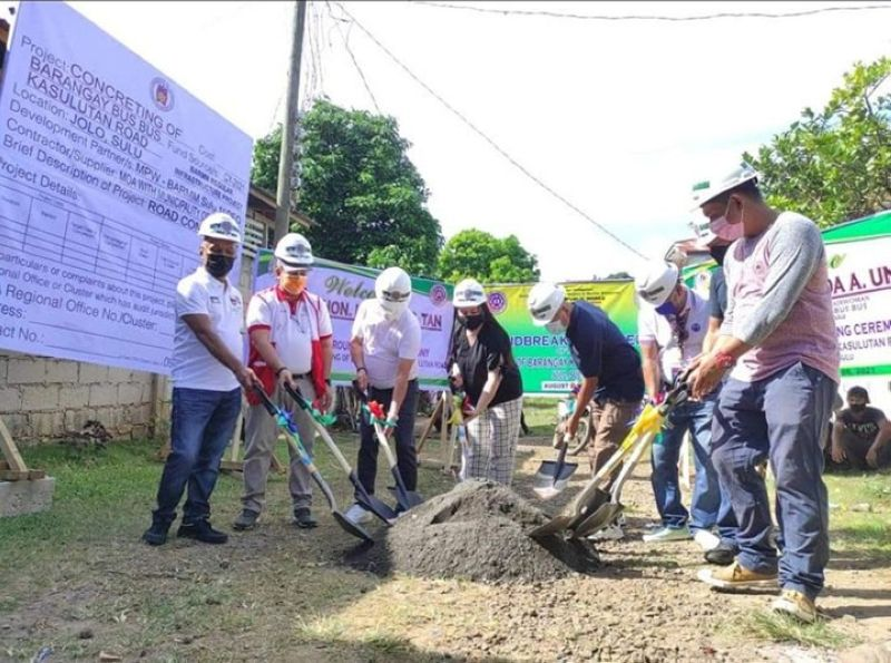 ZAMBOANGA. The Ministry of Public Works in the Bangsamoro Autonomous Region in Muslim Mindanao (MPW-Barmm), through its First District Engineering Office in Sulu, targets to complete by the end of this year three road projects worth P48 million in the province of Sulu. A photo handout shows MPW officials hold groundbreaking ceremony recently for the implementation of one of the three projects. (SunStar Zamboanga)