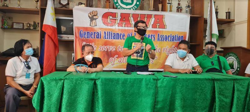 NEGROS. Labor representative to the Regional Tripartite Wages and Productivity Board in Western Visayas and secretary-general of General Alliance of Workers Associations Wennie Sancho (center). (File photo)