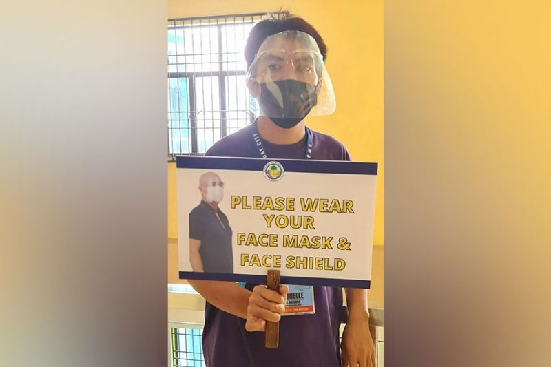 PROTECT YOURSELF AND OTHERS. An employee of the City Government of Mabalacat reminds visitors to follow health and safety protocols by wearing face mask and face shield in order to protect them from Covid-19. (Chris Navarro)