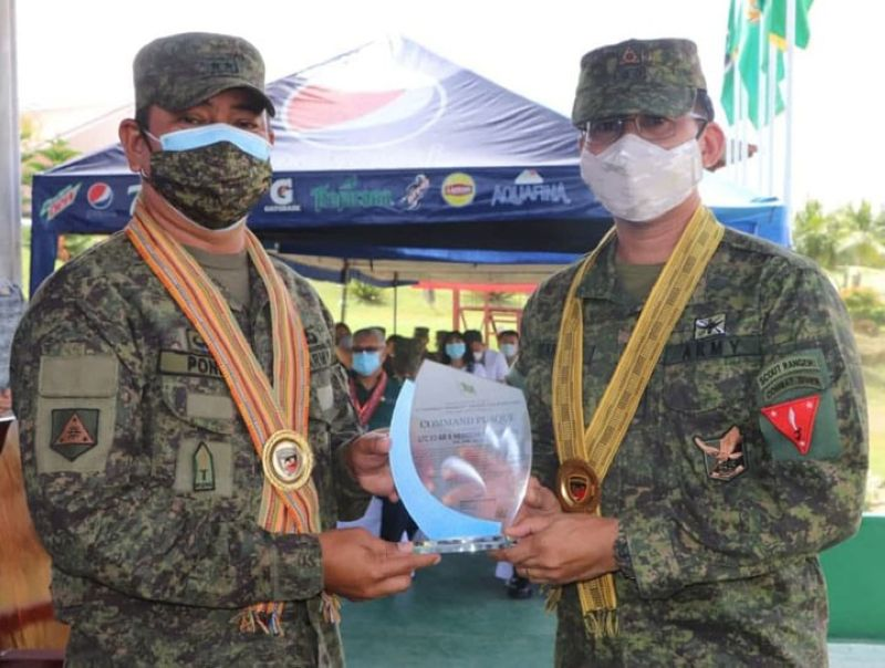 ZAMBOANGA. The Army's 54th Engineer Brigade recognizes the contribution of the 53rd Infantry Battalion to its mission to end local communist armed conflict in its area of operations that the unit marks its 30th Founding Anniversary celebration on Monday, August 16. A photo handout shows Major General Generoso Ponio, 1st Infantry Division commander (left), awards the command plaque, signed by Brigadier General Anthony Cacayuran, 54EBde commander, to Lieutenant Colonel Jo-ar Herrera, 53IB commander. (SunStar Zamboanga)
