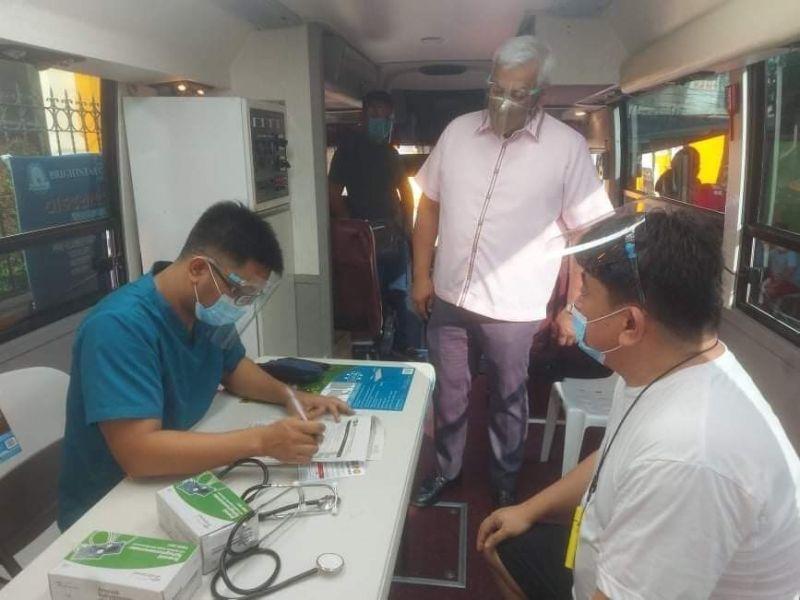 RONDA BAKUNA.  Mayor Carmelo 'Pogi' Lazatin, Jr. oversees the two-day vaccination program in Barangay Agapito Del Rosario via the Ronda Bakuna sa Barangay program. (Angeles City Information Office)