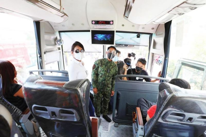 INSPECTION. Accompanied by police and local officials, Cebu Gov. Gwendolyn Garcia (standing left) inspects a passenger bus in Minglanilla town as part of her Province-wide inspections to determine if police are complying with her new policies on the implementation of health protocol. / CAPITOL PIO
